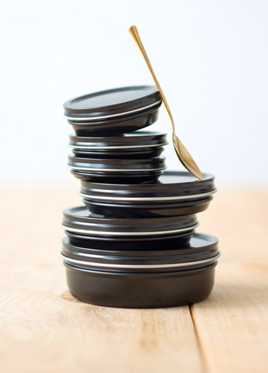 Black-caviar-tin.jpg